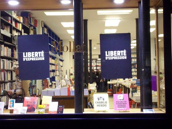 La devanture de la librairie Mollat à Bordeaux le 10 janvier 2015