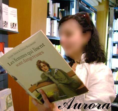 """Aurora lectrice BDSM AURORAWEBLOG """"Les femmes qui lisent sont dangereuses"""" de Laure Adler et Stefan Bollmann Flammarion 2007."""
