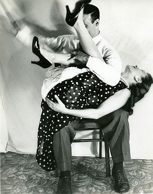 "BDSM ""Birthday Spanking"" Fessée photo ""vintage""."