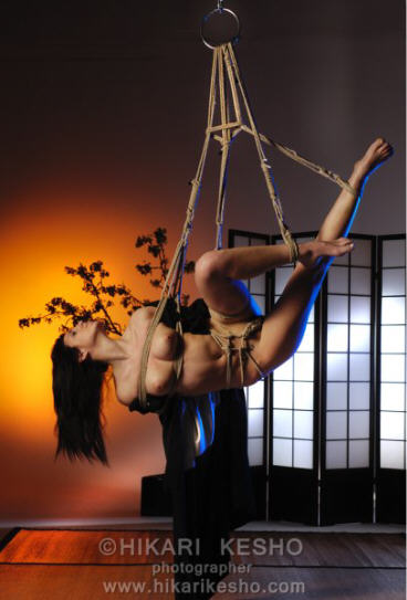 BDSM Bondage Shibari en couleur par Hikari Kesho alias Alberto Lisi AURORAWEBLOG.
