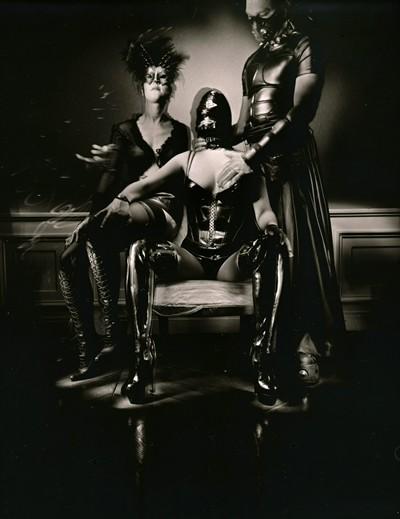 BDSM Cagoules et masques par le photographe Charles Mons.