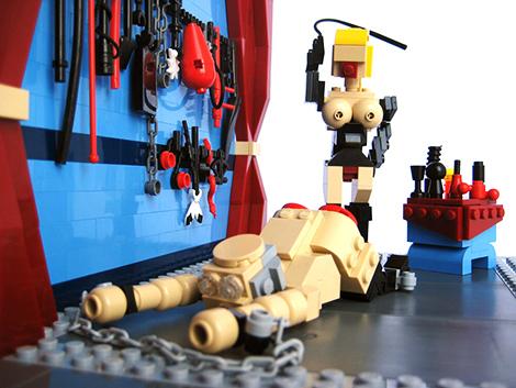 BDSM Lego scène de Donjon avec Domina et soumis travail d'amateur fake de la marque Lego.