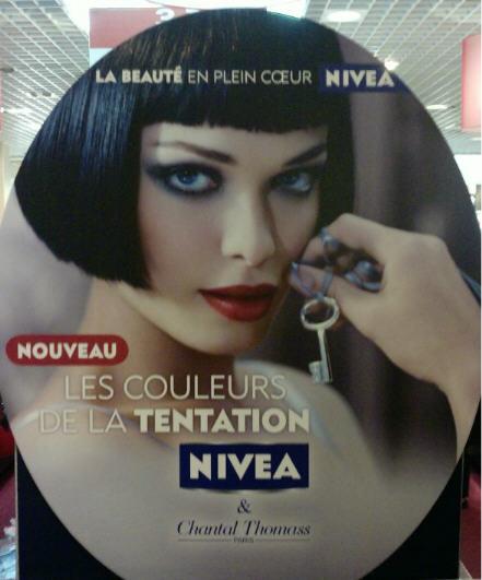 BDSM Fétiches: Le visuel de la ligne de maquillage Chantal Thomass pour Nivéa 2009.