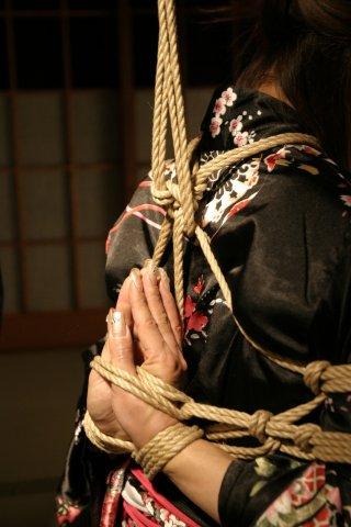 BDSM Kinbaku une session de Hajime Kinoko: étape 3.