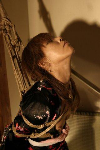 BDSM Bondage Shibari une session de Hajime Kinoko: première étape.