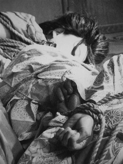 BDSM Ito Seiyu Portrait de sa seconde épouse en Shibari.