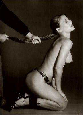 BDSM: Tenue en laisse par les cheveux...