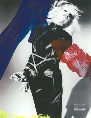 "BDSM Nobuyoshi Araki, les bondages de Lady Gaga, photographies de mode, stylisme Nicola Formichetti, ""Vogue Hommes Japan"", septembre 2009."