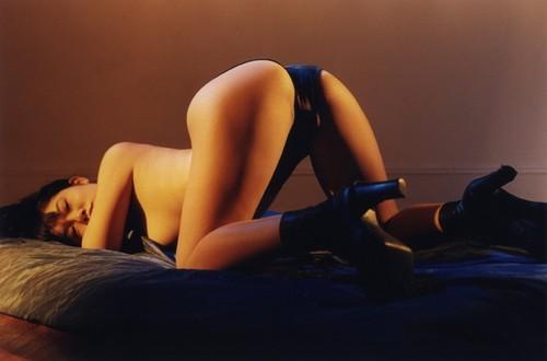 "BDSM Richard Kern ""New York Girls"", Editions Taschen 1997 (la modèle qui inspire le personnage de Junko dans le roman de Romain Slocombe ""Sexy New York"", Editions Fayard Noir, mars 2010)."