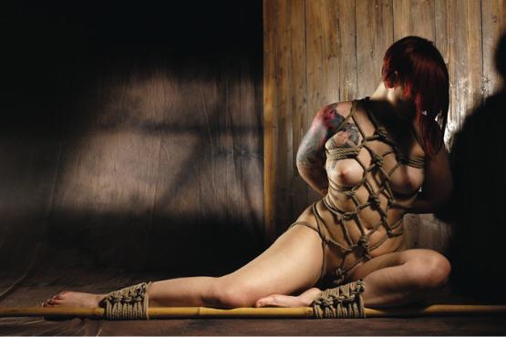 BDSM Shibari et Bambou photographie et réalisation d'Hikari Kesho.