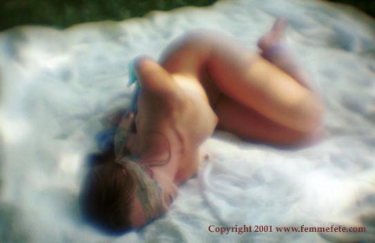 """BDSM Bondage avec foulards de soie Michael McGowan Photographie de """"femmefete"""" 2001."""