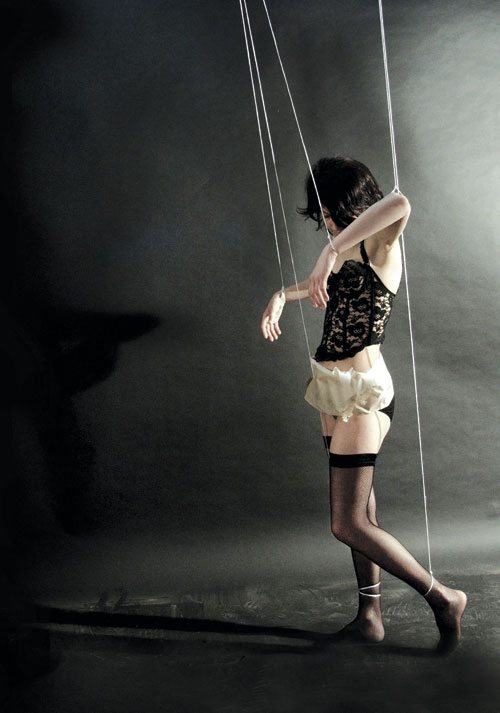 BDSM marionnette photo Basak Çigdem Çedrim AURORAWEBLOG.