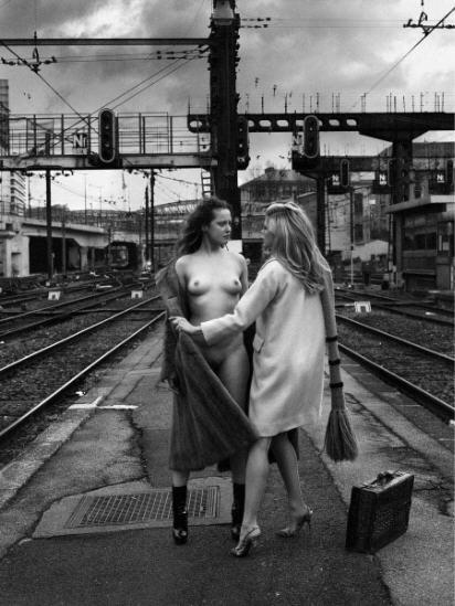 """Bettina Rheims Serge Bramly exposition """"Rose, c'est la vie"""", 2010, BNF, épisode """"L'air des rails""""."""
