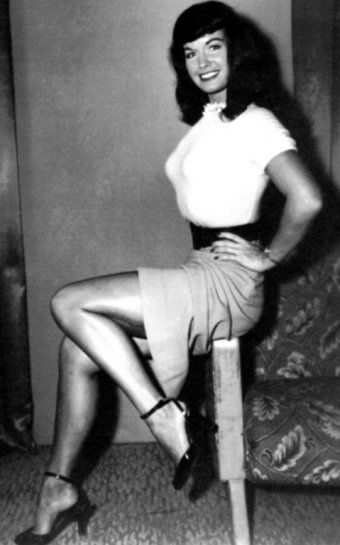 BDSM icône Betty Page la superbe pin-up fetish glamour des années 1950.