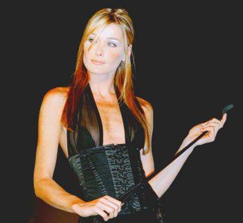 Carla Bruni Mannequin années 1990 Fetish Amazone