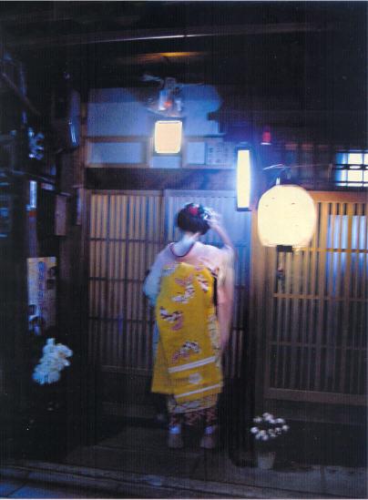 """Geisha """"Diaphane"""", une photo du portfolio d'Iris Sullivan """"Clair-obscur à Kyoto""""."""