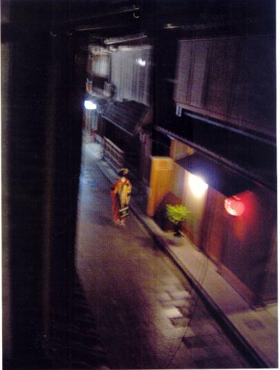 """Geisha """"Ombre"""", une photo de Iris Sullivan dans le portfolio """"Clair-obscur à Kyoto""""."""