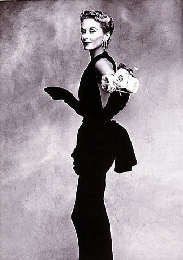Irving Penn Woman with Roses Lisa Fonssagrives-Penn for Fashion Vogue 1947.