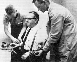 L'expérience de Milgram de 1960 à 1963.
