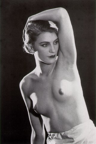 Lee Miller photographiée par Man Ray en 1930.