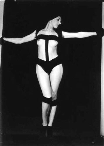 """Man Ray Bondage Variation de la série """"Nu aux bandelettes"""" 1929."""