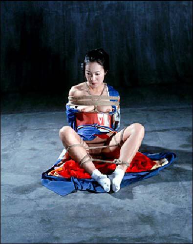 Nobuyoshi Araki, « Bondages », une exposition à la Galerie Daniel Templon de Paris du 20 au 25 juillet 2009.
