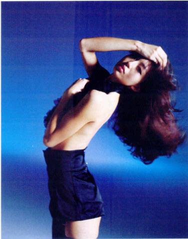 """Nobuyoshi Araki """"Haïku"""", extrait du portfolio de mode réalisé pour le magazine féminin """"Jalouse"""" No 123, septembre 2009."""