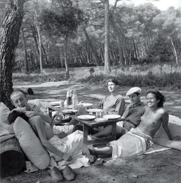 Pique-nique des Surréalistes à Mougins photographie de Lee Miller en 1937.