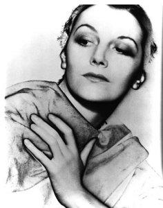 Portrait solarisé de Meret Oppenheim par Lee Miller en 1930.