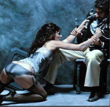 """Eros et Thanatos: Amour, haine et violence, Jane Birkin et Serge Gainsbourg, série mode """"Le gris du coeur"""" photos par Francis Giacobetti, magazine """"Lui"""" décembre 1974."""