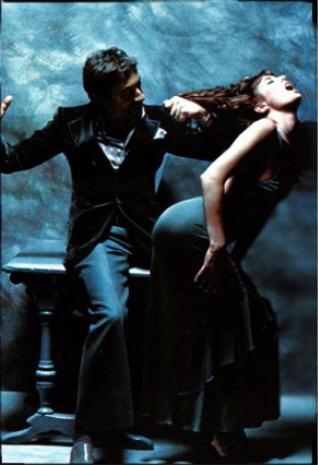 """Serge Gainsbourg et Jane Birkin série mode """"Le gris du coeur"""", photographiée par Francis Giacobetti, magazine """"Lui"""" , décembre 1974."""